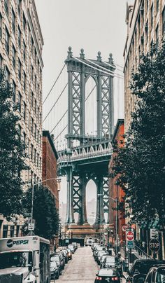 New York for First Timer's: 10 Iconic Spots You Won't Want to Miss Need to go here. So pretty<br> New York for First Timer's. This New York City Itinerary will show you all the top places to visit on your first trip to New York. New York City Guide. Letchworth State Park, City Aesthetic, Travel Aesthetic, Cool Places To Visit, Places To Travel, Travel Destinations, Ponte Do Brooklyn, Brooklyn Bridge New York, Ville New York