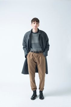 With Dan Wilton behind the camera, European label Smith-Wykes premieres its 2014 fall/winter Urban Fashion, Boy Fashion, Winter Fashion, Fashion Hair, Womens Fashion, Style Année 90, Fashion Hashtags, Girly, Minimalist Fashion