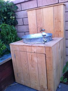 Love this outdoor sink idea.  So clever!  This would really be cute out on the dock!