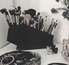 Best Ideas For Makeup Tutorials : Coffin Makeup Brush Holder Coffin Gothic Makeup Makeup Organization Brush H Gothic Room, Gothic House, Gothic Bathroom, Elf Makeup, Pink Makeup, Makeup Geek, Black Makeup Room, Black Makeup Vanity, Silver Vanity