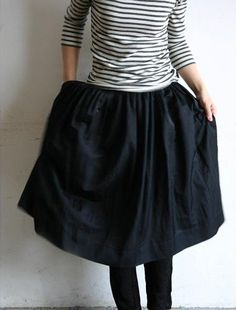 the black skirt with stripes t-shirt. : the black skirt with stripes t-shirt. Estilo Fashion, Look Fashion, Fashion Beauty, Womens Fashion, Club Fashion, 1950s Fashion, Fashion Shoes, Girl Fashion, Looks Style