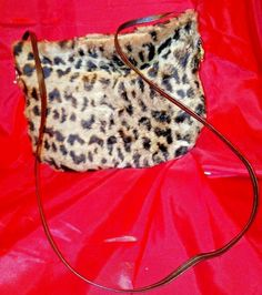 Genuine spotted sheepskin bag with leather shoulder strap. Handmade Art, Handmade Leather, Jewelry Model, Drawstring Backpack, Shoulder Strap, Pants For Women, Womens Fashion, Pattern, Bags