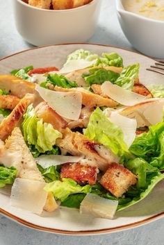 This classic chicken salad features a creamy dressing, crunchy croutons and a tang of parmesan. It's the perfect al fresco lunch. How to make Chicken Caesar Salad: If you are wondering how to make Caesar dressing, then look no further! This easy to follow recipe combines griddled chicken, parmesan chards and a creamy Caesar dressing for a delicious & filling lunch. Large Salad Bowl, Salad Bowls, Chicken Caesar Salad, Marinated Chicken, How To Dry Oregano, Crisp, Lunch, Stuffed Peppers, Potato Salad