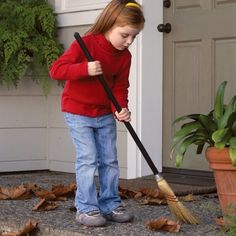 Corn Broom - Classic child-size broom with wood handle