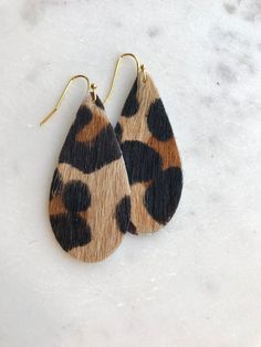 Leopard Hair on Hide Leather Earrings 2 x 1 inches 14 Kt Gold Plated Ear Wires Nickel Free Hair on Hide cowhide leather stenciled leopard pattern . Leather Jewelry Making, Diy Leather Earrings, Beaded Earrings, Leather Tooling, Cowhide Leather, Leopard Hair, Autumn Fashion 2018, Leather Crafts, Leopard Pattern