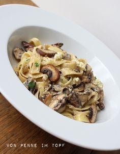 Penne im Topf: Pasta mit Champignon - Gorgonzola - Sahne - Sauce mit einem Schuss Weißwein :) - http://www.penneimtopf.com/2013/10/pasta-mit-champignon-gorgonzola-sauce.html