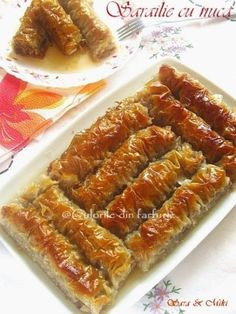 » Sarailie cu nucaCulorile din Farfurie New Recipes, Cake Recipes, Dessert Recipes, Cooking Recipes, Romanian Desserts, Romanian Food, Delicious Desserts, Yummy Food, Dessert Drinks