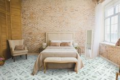 It's Time for a Guest Bedroom Refresh! Clean Bedroom, Bedroom Loft, Bedroom Decor, Master Bedrooms, Brick Wall Bedroom, Brick Walls, Feng Shui Your Bedroom, Bedroom With Sitting Area, Solid Wood Flooring