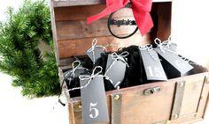 personalisiertes Adventkalender Set zum selbst Befüllen, charmant verpackt in der Schatzkiste. Personalisiert mit persönlichem Lasercut. Celine Luggage, Luggage Bags, Shopping, Glamour, Packaging, Gifts