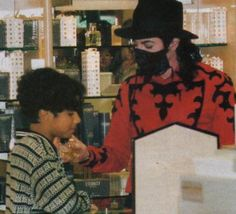 MICHAEL JACKSON WAS SO TENDER WITH THIS LITTLE BOY