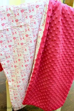 Have little ones or need a baby gift? This is always a hit. Learn how to make this DIY baby blanket made with Minky dot and flannel fabric. If you can use a sewing machine, you can make this in minutes! Baby Snuggle Blanket, How To Sew Baby Blanket, Baby Clothes Blanket, Flannel Baby Blankets, Minky Baby Blanket, Tie Blankets, Homemade Baby Blankets, Homemade Baby Gifts, Baby Sewing Projects