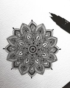 40 illustrated mandala drawing ideas and inspiration. Learn how you can draw mandalas step by step. Mandalas Painting, Mandala Artwork, Mandalas Drawing, Doodle Art Drawing, Zentangle Drawings, Art Drawings Sketches, Drawing Ideas, Zentangles, Mandala Doodle