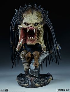 Everyone needs a bust for their living room or desk, right? Wolf Predator, Predator Movie, Alien Vs Predator, Sculpture Head, Lion Sculpture, Bugs Bunny Pictures, Old Warrior, Sideshow Collectibles, Action