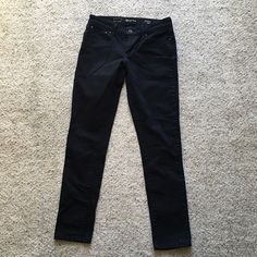Levi's Demi Curve Mid Rise Skinny These women's Levi's skinny jeans are a must. A contoured fit through the seat, thigh and leg opening gives you a trendy, flattering look. Levi's Pants Skinny