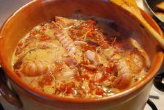 Il brodetto di pesce è il principe delle tavole del Vastese e della Costa dei Trabocchi. Piatto tipico della cucina marinara è una zuppa di pesce condita con pomodoro fresco, utilizzando tante varie