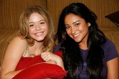 Behind the scenes Sasha and Shay! #PLL