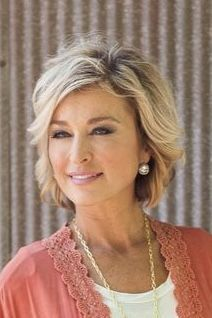 Cute short style with subtle layers - kurzhaarfrisuren Hair Styles For Women Over 50, Short Hair Cuts For Women, Medium Hair Cuts, Medium Hair Styles, Curly Hair Styles, Haircuts For Women, Older Women Hairstyles, Short Hairstyles For Thick Hair, Short Hair With Layers