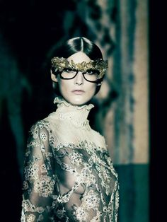 Panos Yiapanis styles a splendid, the eyes have it, spring couture editorial 'A Lady in Spring' starring Marie Piovesan with — who else — Paolo Roversi behind the lens for Vogue Italia March Paolo Roversi, Uk Fashion, Fashion Show, Fashion Design, Fashion Images, A Fine Romance, The Blonde Salad, Vogue, Spring Couture