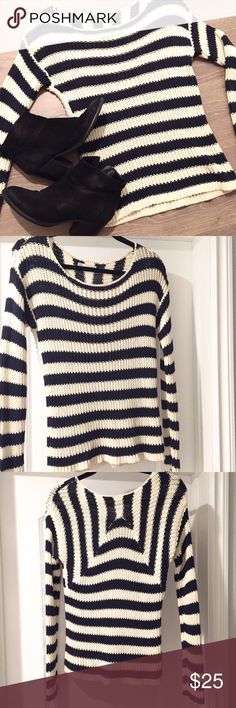 Hinge Knit Sweater Hinge knit sweater size medium. Purchased from Nordstrom and in great condition! Very cute and perfect for the fall! Color navy blue and off white Hinge Sweaters Cowl & Turtlenecks