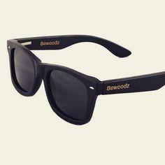 Schwarze Sonnenbrille aus Holz:  Bewoodz Holzsonnenbrille Modell 'Amsterdam' im Wayfarer Style von www.bewoodz.de!