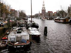 Op de fiets door Amsterdam. Dan blijf je in de remmen knijpen. Desnoods voor een telefoonfoto. #nexus5x #amsterdam #holland #fotografie #fbp #telefoonfoto