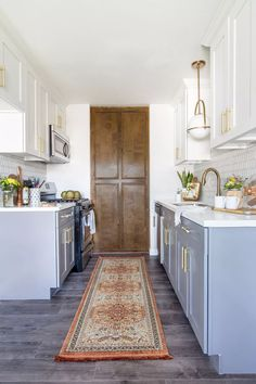 25+ Ways To Style Grey Kitchen Cabinets