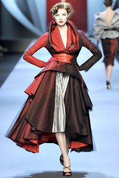 2011 christion dior fashion week in retro beautiful retro syle....