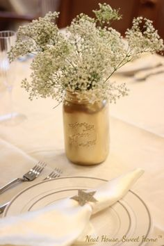 Adorable center pieces...love the gold. Would be gorgeous with white peonies!