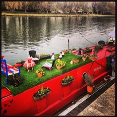 narrow boat living - who said you can't have a garden as a boater?