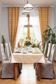 Jedáleň v zlatej farbe. Novinka v ponuke kolekcie tkanín Damasco.    #kuchyna#jedalen#zavesy#zaclona Sweet Home, Curtains, Table Decorations, House, Furniture, Home Decor, Elegant, Blinds, Decoration Home