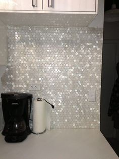 tiles Backsplash Great for my closet! White Hexagon Pearl Shell Tile backsplash: Found at www. Decoration Inspiration, Creative Inspiration, Decor Ideas, Home And Deco, Kitchen Backsplash, Vanity Backsplash, Quartz Backsplash, Black Backsplash, Beadboard Backsplash