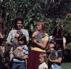 McCarrtney family with koalas! My Love Paul Mccartney, Bug Boy, Just Good Friends, Steve Perry, Ringo Starr, Great Bands, John Lennon, Classic Rock, Pretty Pictures