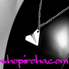 paper airplane necklace テラスハウスの挿入歌シェイク・イットオフの歌手テイラースイフトファン必見の紙飛行機ネックレス Dog Tag Necklace, Arrow Necklace, Taylor Swift, Dog Tags, Jewelry, Jewlery, Jewerly, Schmuck, Jewels