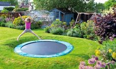 Sink your trampoline If you have children, you may already have a trampoline. So, to make bouncing around even more fun, dig a hole in the grass and put the trampoline in the ground! Sunken Trampoline, Backyard Trampoline, Backyard Playground, Backyard Toys, Diy Garden Toys, Trampoline Sport, In Ground Trampoline, Outdoor Play Areas, Outdoor Fun