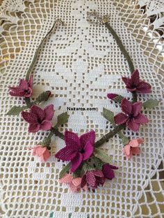 Learn How Bead Crochet. Crochet Motifs, Knit Crochet, Lace Necklace, Crochet Necklace, Beaded Flowers, Crochet Flowers, Burning Flowers, Shirt Diy, Lace Scarf