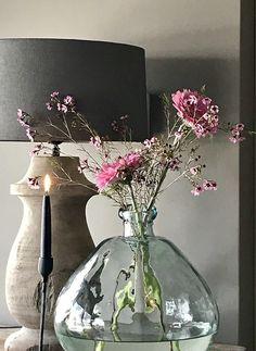 Balusterlamp glazen fles kandelaar Filipino Interior Design, Interior Styling, Interior Decorating, Plantar, Bottles And Jars, Home Staging, Wabi Sabi, Rustic Decor, Planting Flowers