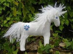 Free Felt Patterns and Tutorials: Free Felt Pattern & Tutorial > Unicorn or Horse