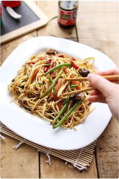 Nouilles chinoises sautées aux légumes Veggie Recipes, Wine Recipes, Asian Recipes, Cooking Recipes, Healthy Recipes, I Love Food, Good Food, Fresco, Pasta