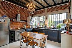 cuisine en style industrielle avec table en bois