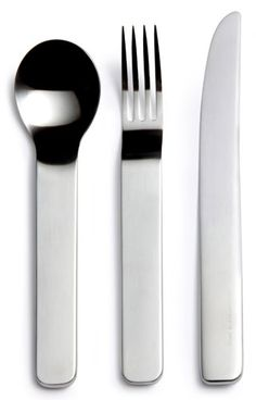 David Mellor's most radical cutlery, a master metalworker's design for modern living. A five-piece minimalist set consisting of knife, fork and three versatile and beautiful spoons. A larger serving/salad spoon is also available. The free-flowing form and weight of satin polished metal give this cutlery a very luxurious feel.