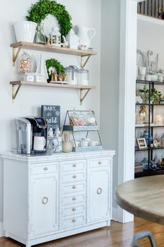 Here are 30 brilliant coffee station ideas for creating a little coffee corner that will help you decorate your home. See more ideas about Coffee corner kitchen, Home coffee bars and Kitchen bar decor, Rustic Coffee Bar. Coffee Nook, Coffee Bar Home, Home Coffee Stations, Coffee Corner, Coffe Bar In Kitchen, Coffee Bars, Kitchen Rustic, Office Coffee Station, Coffee Gif
