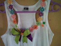 ganchos de niña decorados - Buscar con Google Sewing Crafts, Sewing Projects, Crochet Cross, Shirt Refashion, Mccalls Patterns, Pattern Drawing, Fashion Fabric, Kids Shirts, Diy Clothes