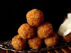 "Celebrate #Lakshmipuja with the tasty ""Narkel Naru "" or coconut laddos from @flowerzncakez"