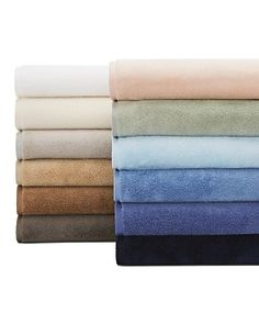 Rendered from the finest cotton, this Matouk tub mat is comprised of zero-twist yarns to wrap you in miracle of softness and absorbency. Modern Bathroom Mirrors, Master Bathroom Layout, Master Bathrooms, Best Bath Towels, Tub Mat, Fingertip Towels, Luxury Towels, Bathroom Design Luxury, Bath Sheets
