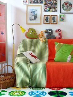 CUSTOMIZAR, A REGRA DA VEZ Com criatividade e disposição é possível reinventar o seu sofá. E de quebra transformar sua sala. #moreemcampinas #campinas #campinassp #decor #decoracao #homedecor #lifestylecps #designdivino #inspiracao #arquitetura #interiores #interiordesign #puracriatividade # home #casa #details #charme#detalhes # #luxo #retro #moderno #saladeestar #sofa #reciclar #reinventar #vintage