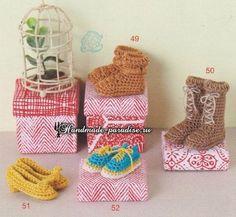 Вязаная мода для кукол амигуруми. Схемы. Если вы любите вязать миниатюрных куколок, то вам могут пригодится схемы вязания обуви, носков, одежды и сумочек.