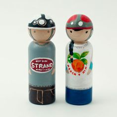 My latest crush on wooden peg dolls is growing! Oh, the details are exquisite!