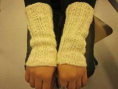 Kaarisillan käsityö: Säärystimet ja rannekkeet 5-6lk Leg Warmers, Arts And Crafts, Legs, Knitting, Sweaters, School, Fashion, Moda, Tricot