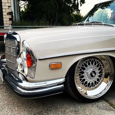 "Lowismylife on Instagram: ""BBS RS 009 ❤️🛠🧿 🛠🙂 #bbs #slantlips  #mercedesbenz  #bagged #classiccar #stanced #low #stancemerc #germancar #vintage  #classics #w108…"" Mercedes W114, Mercedes Benz Cars, Old Vintage Cars, Antique Cars, Slammed Cars, Car Game, Classic Mercedes, Vintage Classics, Air Ride"
