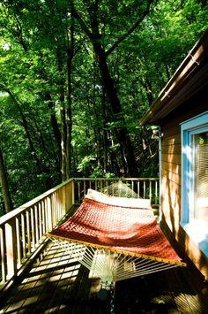 a vegetação nativa das montanhas de Catskill faz companhia durante as tardes de descanso na ampla rede